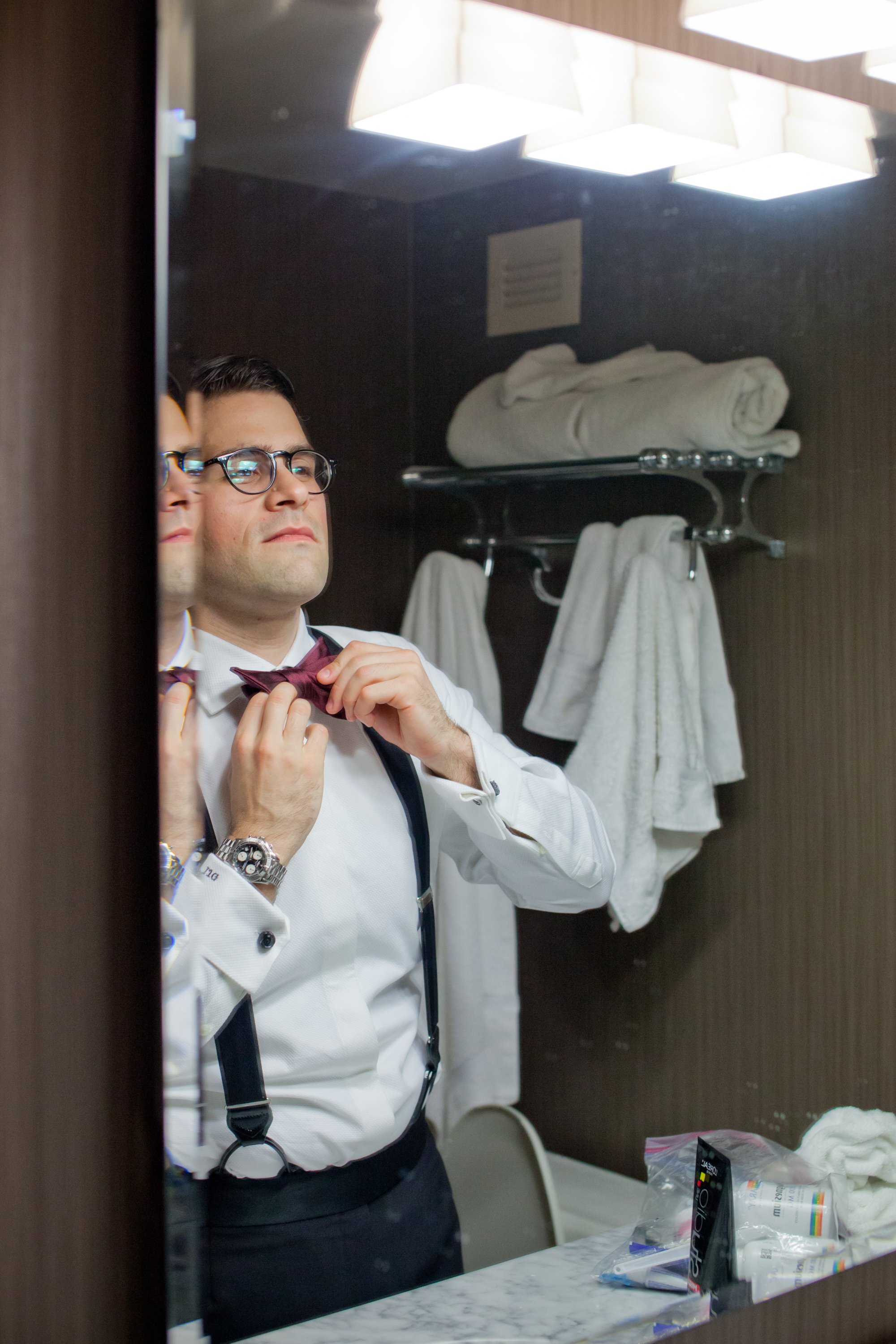 031_CarlyGaebe_SteadfastStudio_WeddingPhotography_Readyluck_Baltimore_Outdoors_HorseFarm_Fall_Groom_GettingReady.jpg