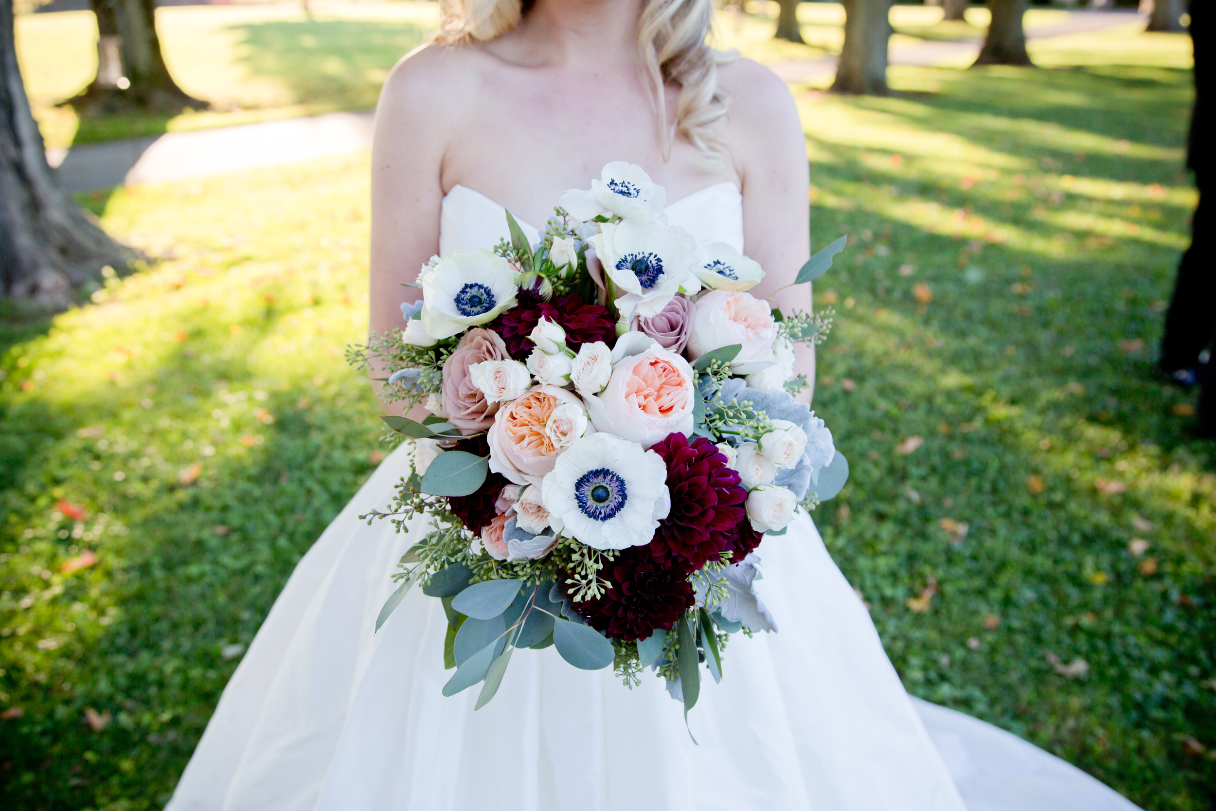 040_CarlyGaebe_SteadfastStudio_WeddingPhotography_Readyluck_Baltimore_Outdoors_HorseFarm_Fall_Bride_Bouquet.jpg