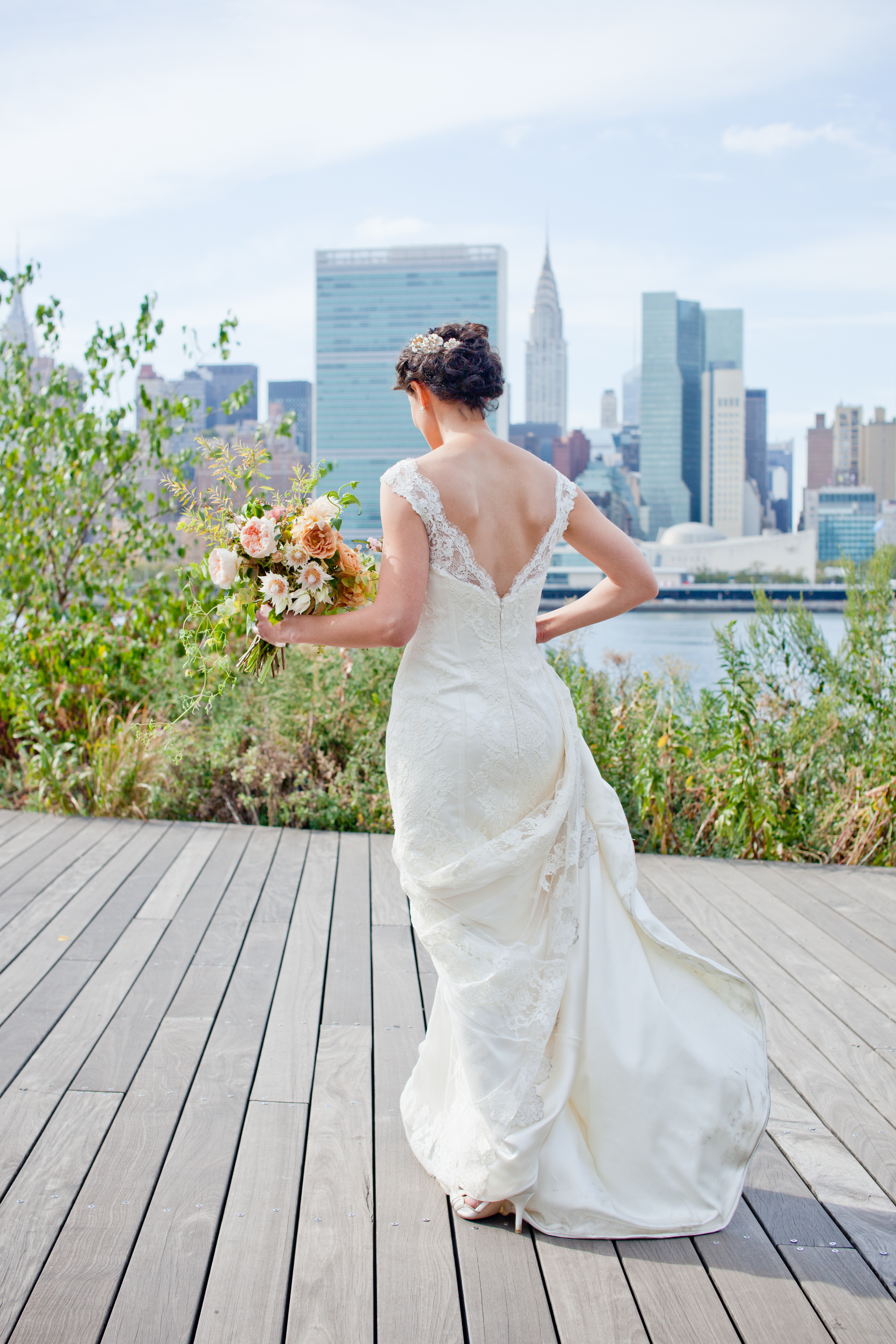 053_CarlyGaebe_SteadfastStudio_WeddingPhotography_Readyluck_NewYorkCity_LongIslandCity_Williamsburg_GantryStatePark_EastRiver_Waterfront__Fall_AltaModaBridal_Bouquet.jpg