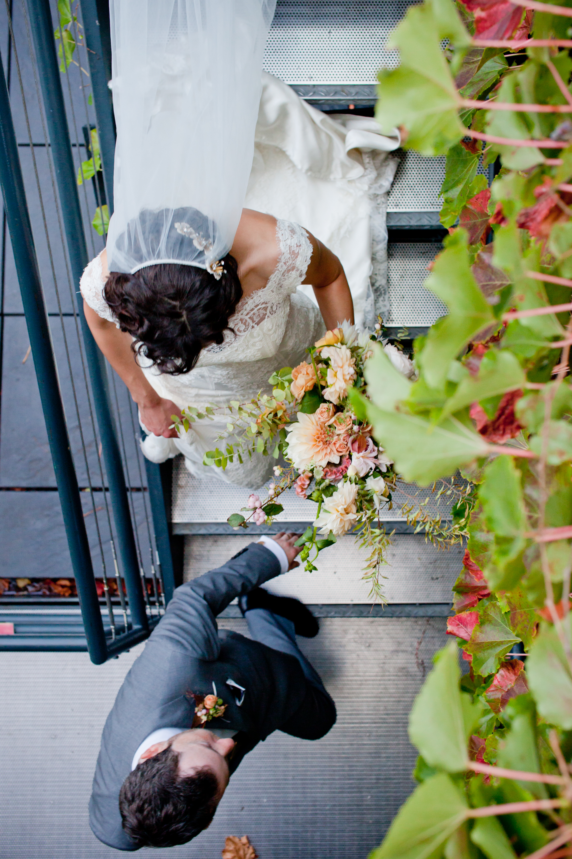066_CarlyGaebe_SteadfastStudio_WeddingPhotography_Readyluck_NewYorkCity_Brooklyn_LongIslandCity_TheFoundry_Fall_AltaModaBridal_Bride_Groom_Rooftop_Bouquet.jpg