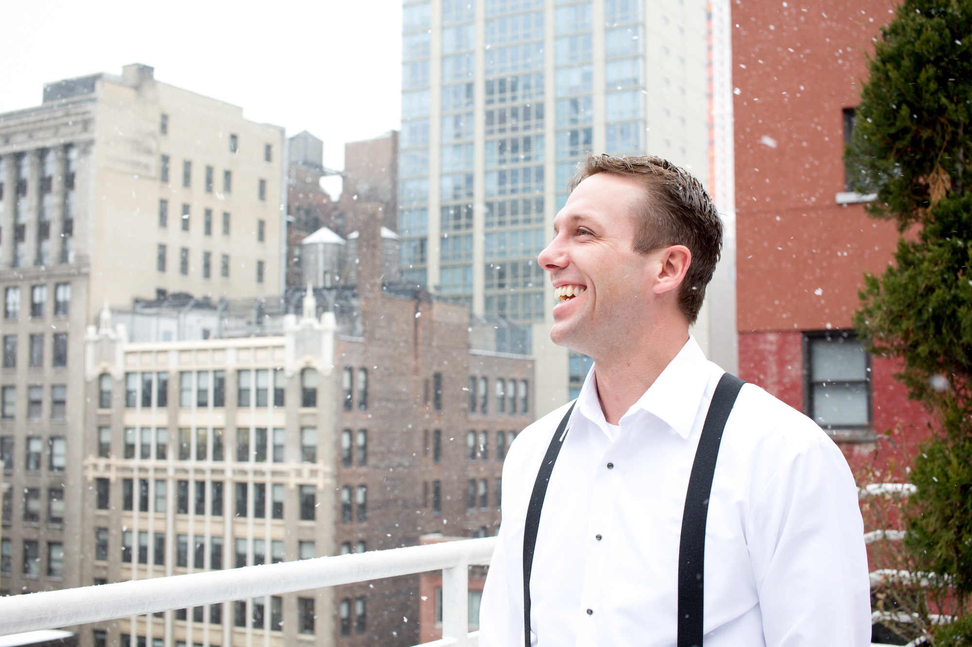 074_CarlyGaebe_SteadfastStudio_WeddingPhotography_NewYorkCity_Winter_Romantic_Snowing_Groom.jpg