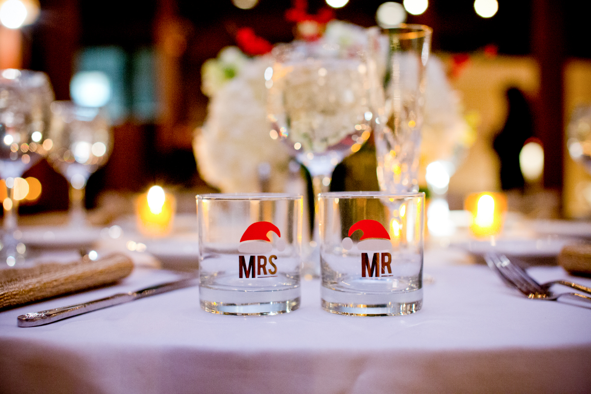 075_CarlyGaebe_SteadfastStudio_WeddingPhotography_NewYorkCity_LongIslandCity_MetropolitanBuilding_Winter_Romantic_Bride_Groom_MrMrs_TableDecor_Glases_Santa_Vintage.jpg