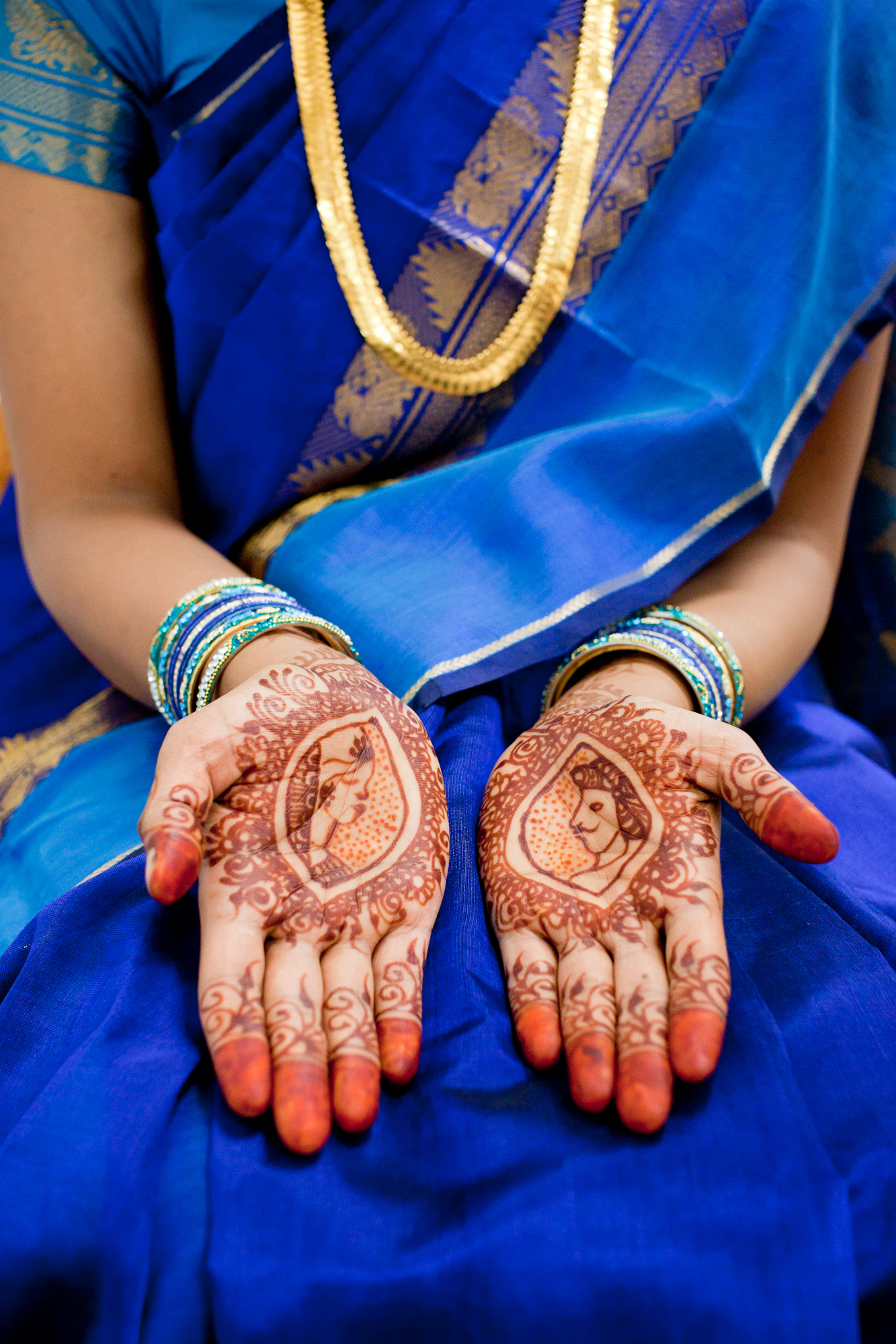 087_CarlyGaebe_SteadfastStudio_WeddingPhotography_NewYorkCity_Queens_GaneshTemple_Hindu_Indian_Henna_Mehndi_Bride.jpg