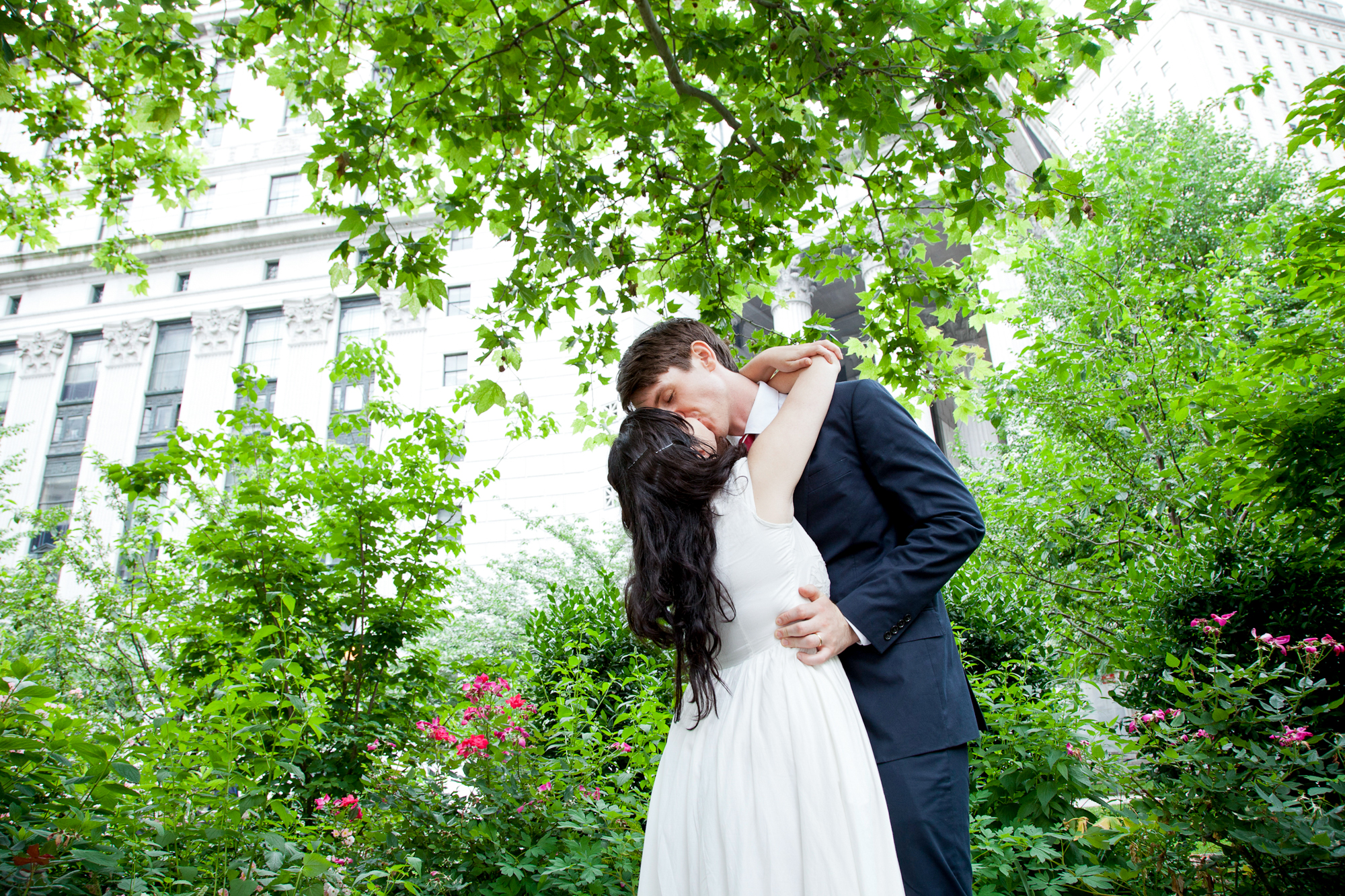 086_CarlyGaebe_SteadfastStudio_WeddingPhotography_NewYorkCity_CityHall_Courthouse_Bride_Groom_Foliage.jpg