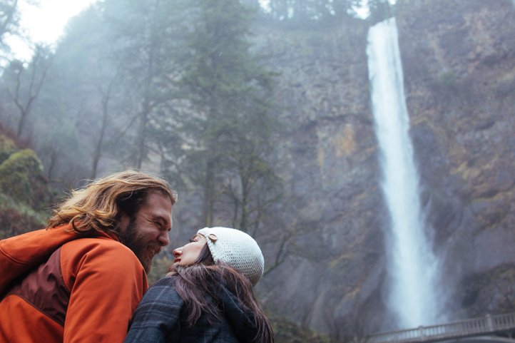 01_CarlyGaebe_SteadfastStudio_EngagementPhotography_Portland_Oregon_PacificNorthwest_MultnomahFalls_Waterfall.jpg