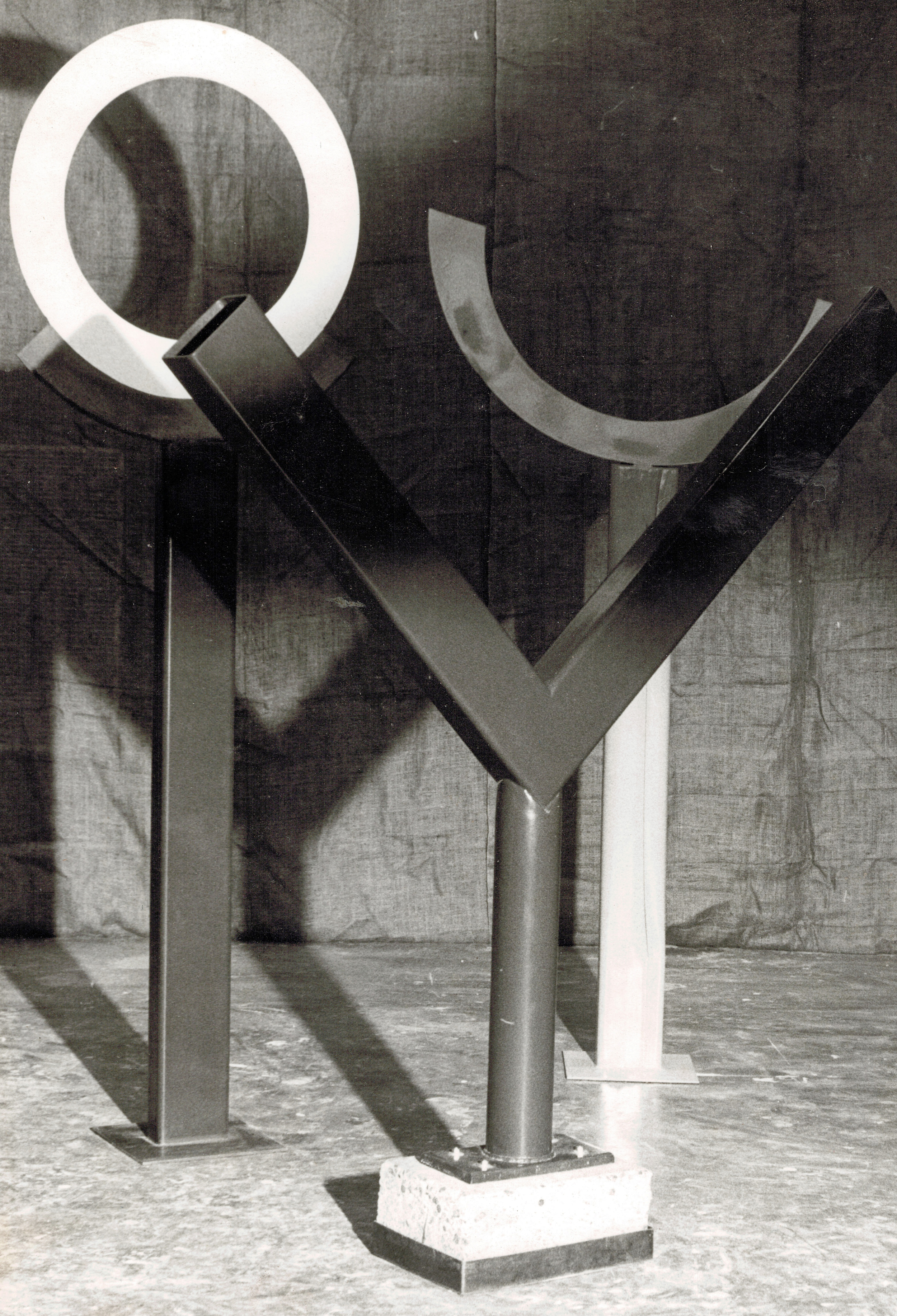Circle Victory Sol  1980 Painted steel