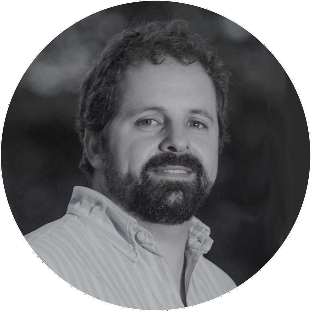 Arq. Rodolfo Fork - Diretor de produçãoArquiteto e Urbanista formado pela UniRitter, cursou MBA em Gestão Empresarial na ESPM.Com experiência em obras e com um estágio de um ano na Volkswagem da Alemanha no currículo, desenvolveu perfil técnico aguçado.