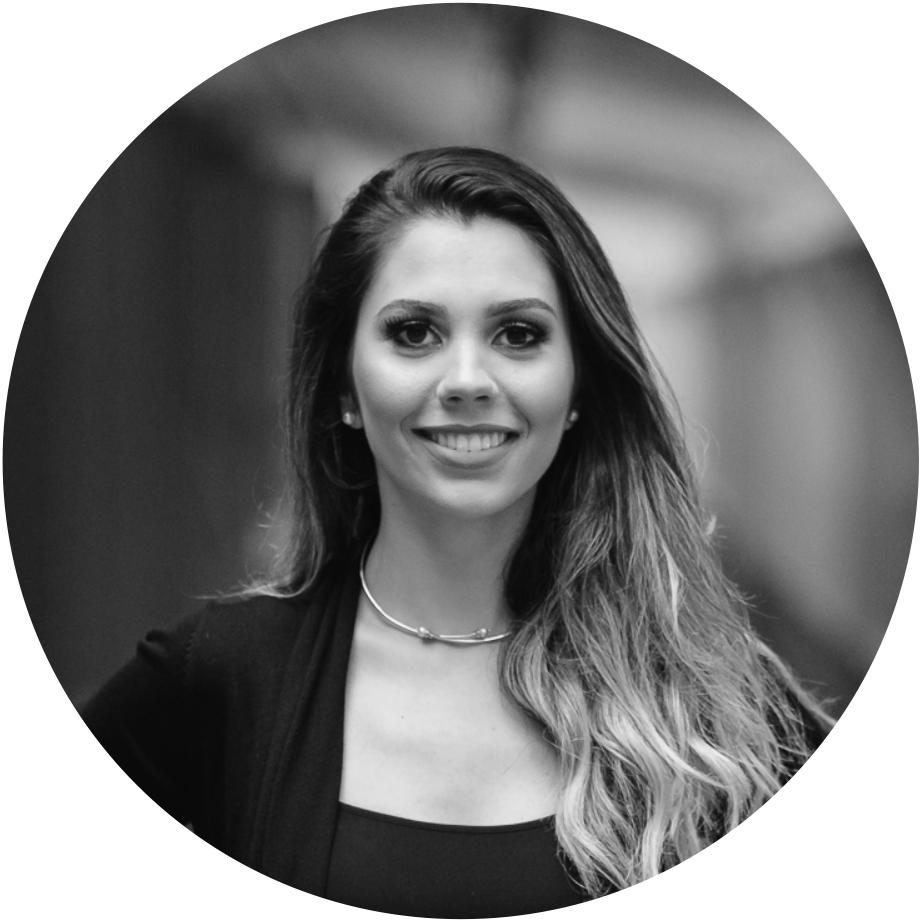 Arq. Luciana Saraiva - Arquiteta e Urbanista formada pela PUCRS.