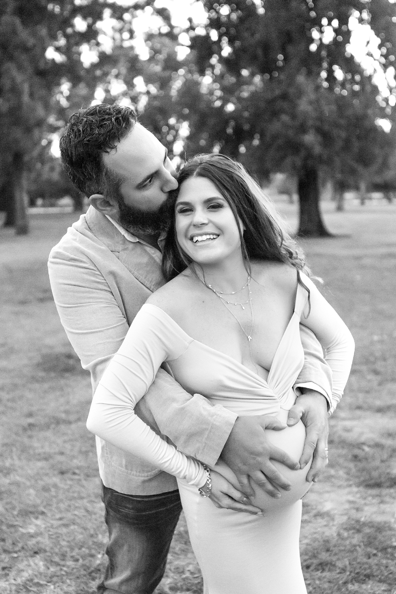 outdoor maternity portrait in los angeles