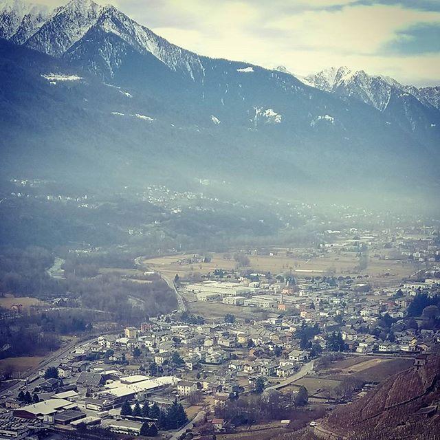 Valtellina beauty always stuns  #tenutascersce #valtellinawinetrail #nebbiolodellealpi #chiavennasca #valgella #infinito #granfondowine #studiocity #valtellina