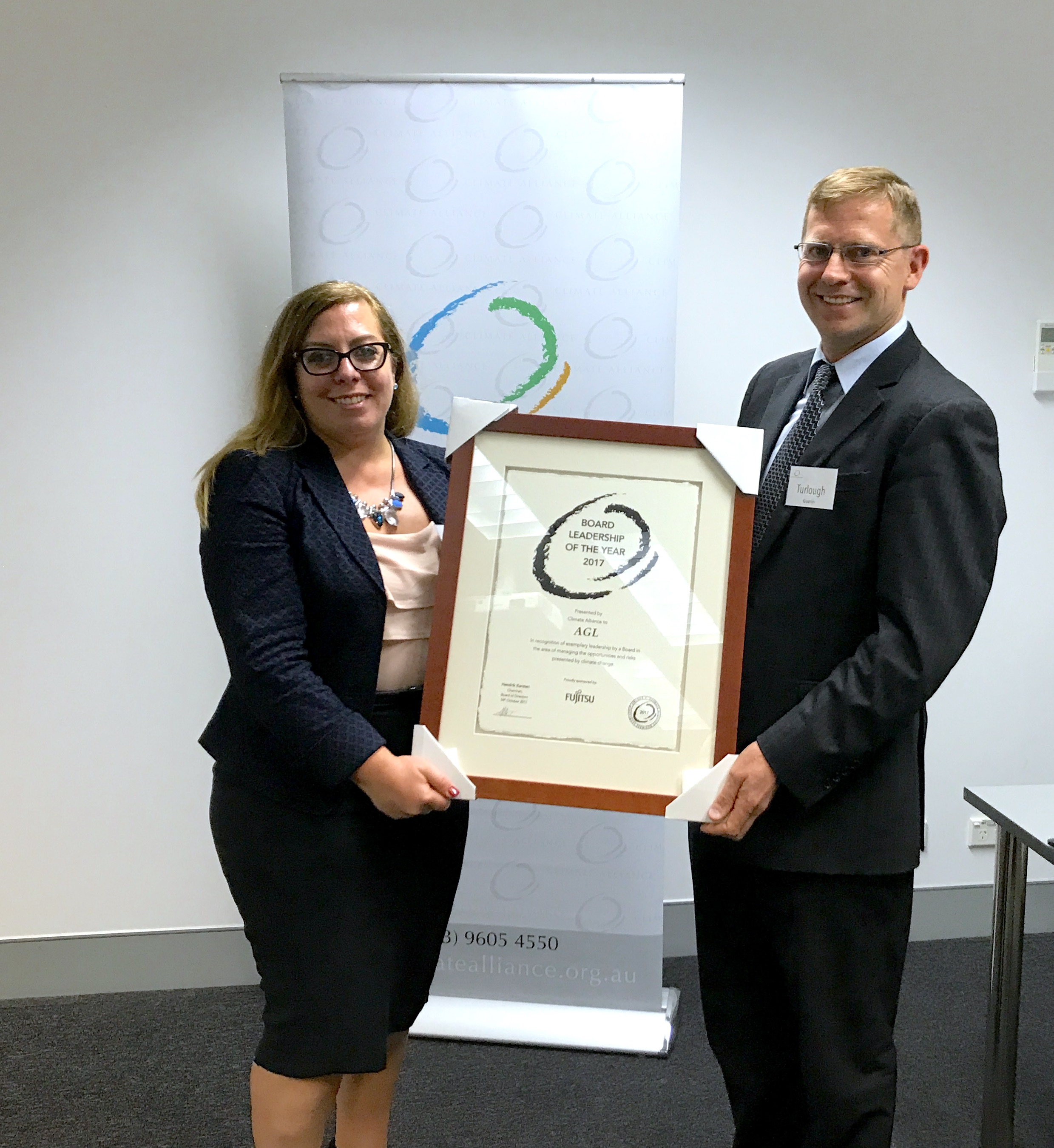 Board Leadership of the Year 2017 -AGL, represented by Stephanie Bashir with Turlough Guerin, Chairman of the Climate Alliance Board of Advisors.