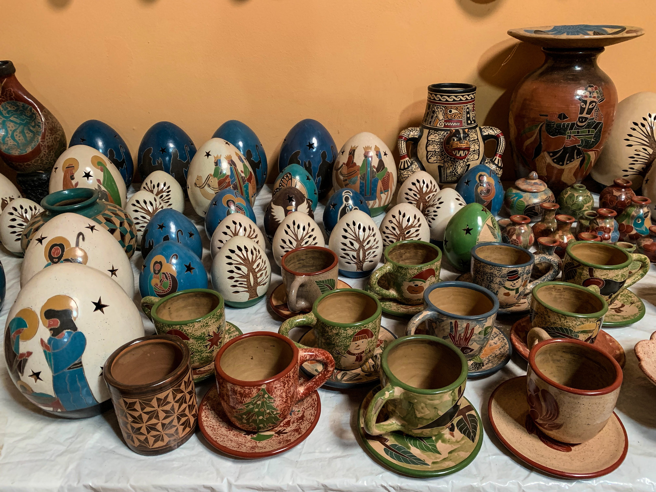 Natural pigments and hand carved details are hallmarks of San Juan de Oriente's unique style of pottery.