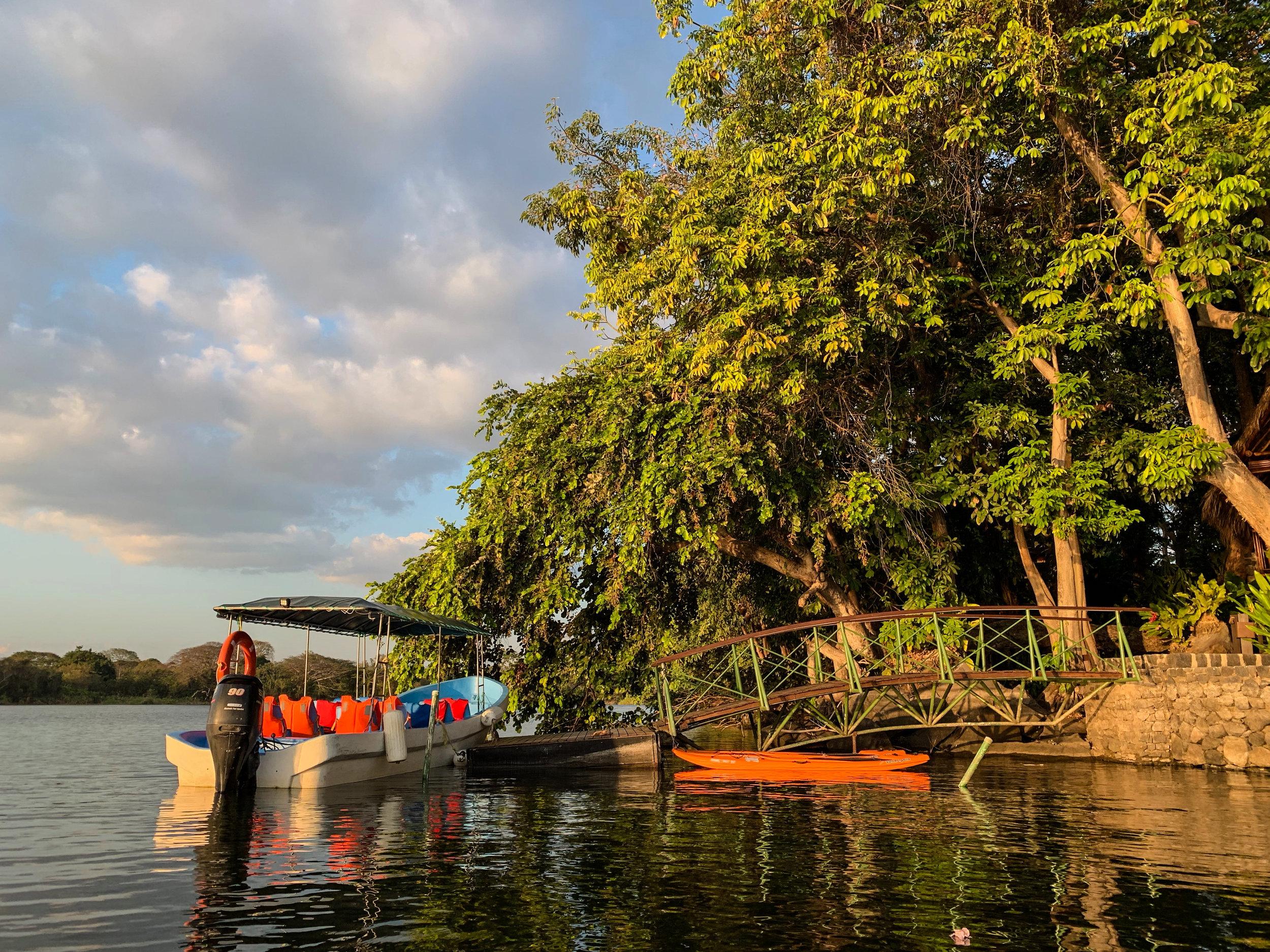 Dock and kayaks at Jicaro Island
