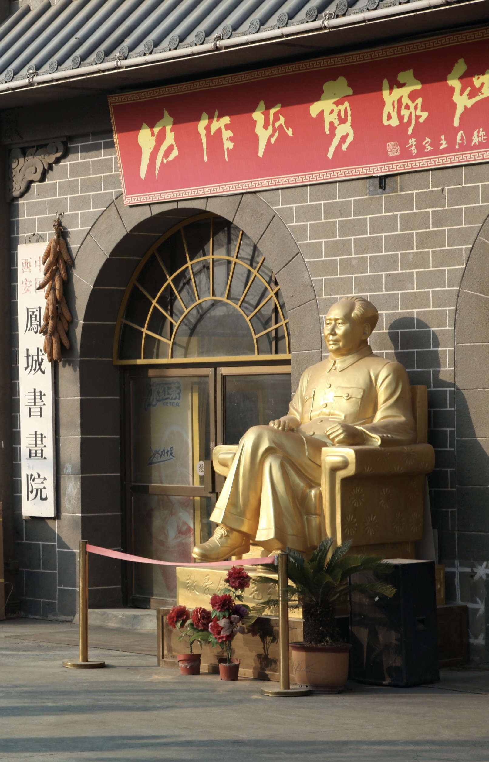 A statue of Mao Zedong on sale in Yan'an in 2015.  Photo EB.
