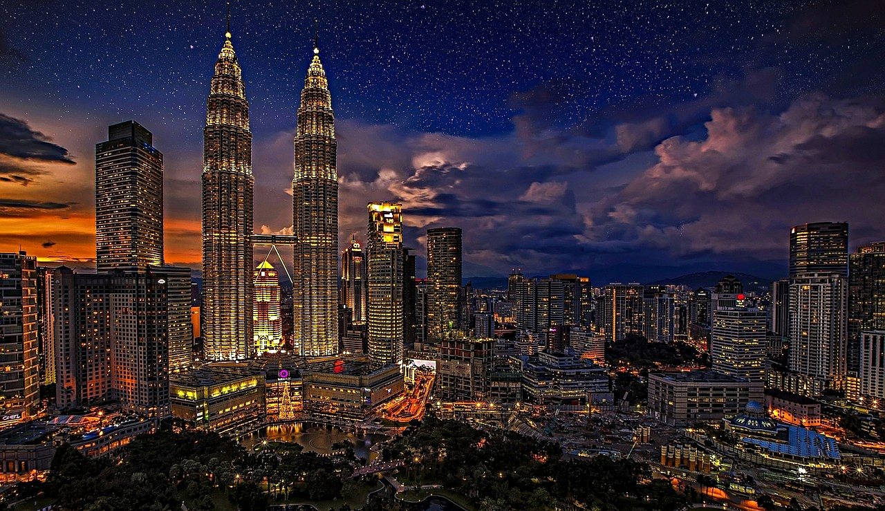"""Querencia"" : A place from which one´s strength is drawn, where one feels at home; the place where you are your most authentic self. Smukke ord på spansk / Beautiful Spanish words. Billedet: Kuala Lumpur, Malasia."