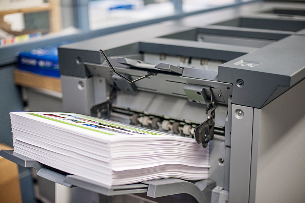 Druckausgabe am Farbdrucksystem Konica Minolta bizhub PRESS C1085