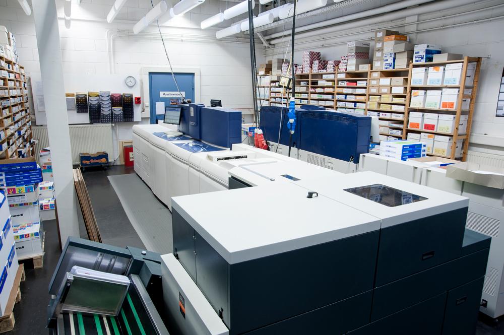 Schwarz-Weiß-Druckbereich mit zwei Drucksytemen Xerox Nuvera 288