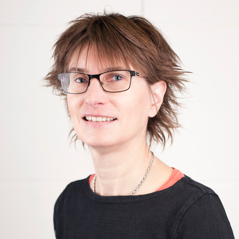 Sandra Wuttke-Thoma Datenmanagement +49 76 21 161 34-15  sandra.wuttke-thoma@ccs-vonderosten.de