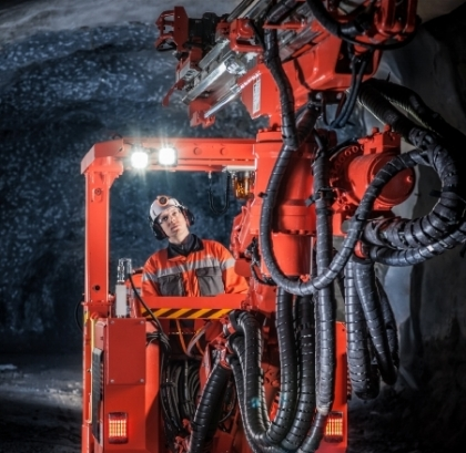 A Sandvik single-boom electro-hydraulic drill rig, DD211 is designed for development drilling, specifically in tight tunnels and curves with radii as little as 2.5 m.