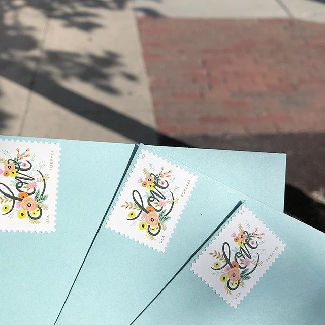 Sunny days and beautiful stamps - what more could a paper loving heart want? Goodies off to their lucky recipients today 💌💨