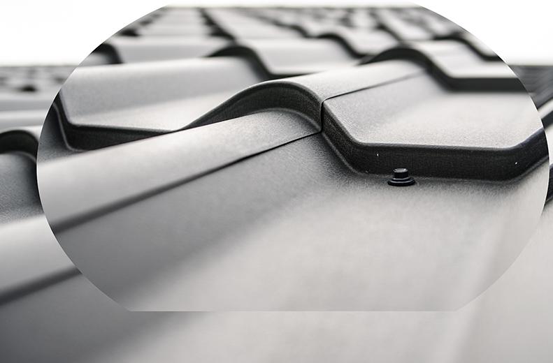 Z snickeri har lång erfarenhet av takbyten. Vi bygger, renoverar och byter alla typer av tak. Plåt- och papptak, tegel- och betongtak, gammalt som nytt. Vi byter även vindskivor och takavvattningssystem och utför diverse plåtarbeten så som skorstensbeklädnad.