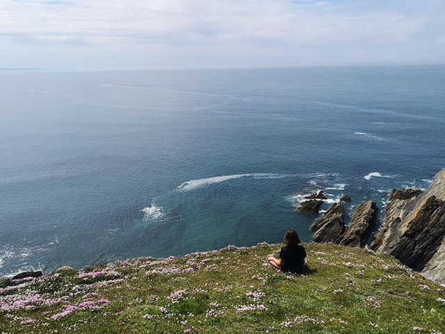 If you aren't meditating on a cliff edge is it even meditation? 📷@tessacreaghbarry