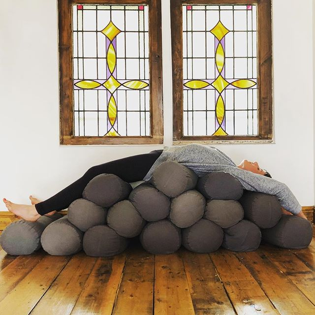 "Everything is better with a bolster. Or two. Or sixteen.  We are going deep into the heart space at ""the heat is on"" a yin workshop this weekend at the lush @jess_wildwolfsyoga - a three hour simmer in summer energies. 🔥🔥🔥🔥🔥 Bringing the heat. And the bolsters.  Book via my site or movegb  @helena_avocado on the shutter"