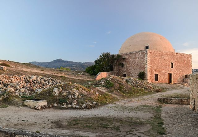 This beauty is part of the incredible Fortezza in Rethymno. Built by the Venetians in the 16th century, it's had - like the whole island - a tumultuous history. . Today though, it's in good condition and is a great place to explore. Have you been? . Crete is so full of incredible history. From the Minoans to the Ottomans, via the Venetians. It seeps out of the land, filling the air with a deep, ancient knowing.  . You can spend a whole lifetime exploring the island, always finding new things to study and learn. I've been here 4 years and feel I have barely scratched the surface! My aim this summer is to go to more of Crete's museums, and soak in the history of the place even more. . #greecelover_gr #natures #nature_greece #ancientgreece #quest_4_magic #spiritguides #spiritualhealing #soultravel #hikingadventure #cretegreece #creteisland #mysticcrete #crete🇬🇷  #instacrete #welovecrete #visitcrete #greece_nature