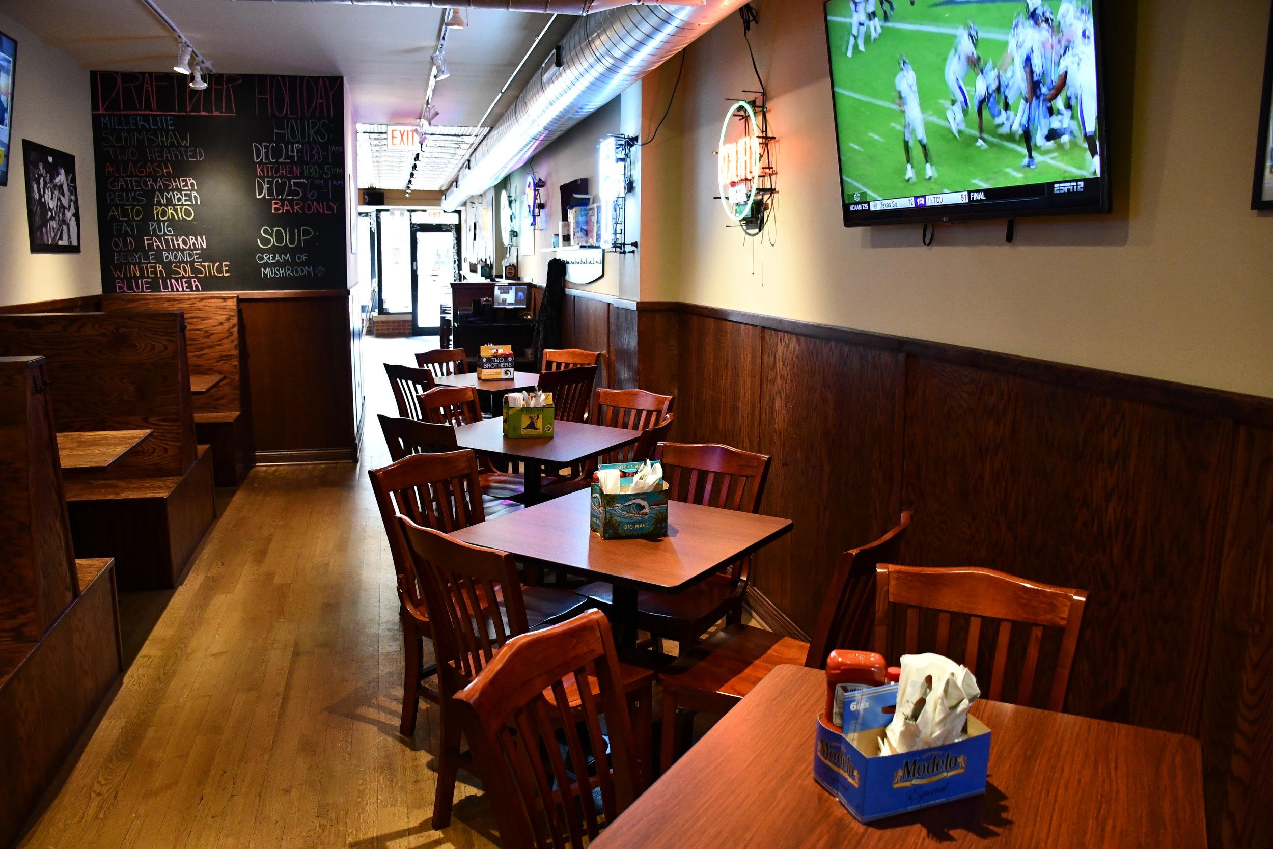 Marquette Kitchen & Tap : Dining Area + Kitchen.JPG