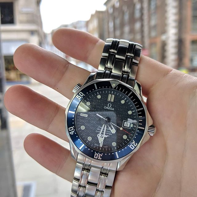 Shaken, not stirred. Omega Seamaster Professional Diver, 40th anniversary of James Bond. Comes with box, papers and certificate of authenticity.  #watch #watches #watchesoflondon #star #parkersjewellers #menswatches #jewellery #fashion #jamesbond #specialedition #anniversary #giftideas #giftinspiration #hattongarden