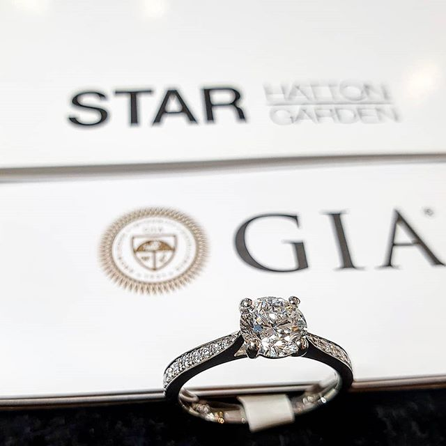 STAR-t your weekend off with some sparkle! 💎• • • • #diamonds #jewellery #london #hattongarden #fashion #GIA #sparkle #trending #shesaidyes #starcorner #starjewellers #love #solitairering #engagementring #bespoke #proposal #engaged #platinum #gold #giftsforher #elegant #beauty #womensfashion #love