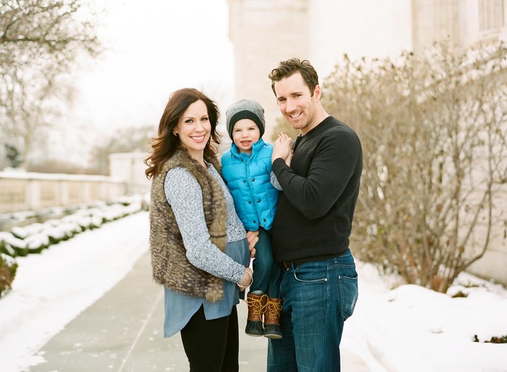 Winter Cleveland Art Museum Maternity Photos_0001.jpg