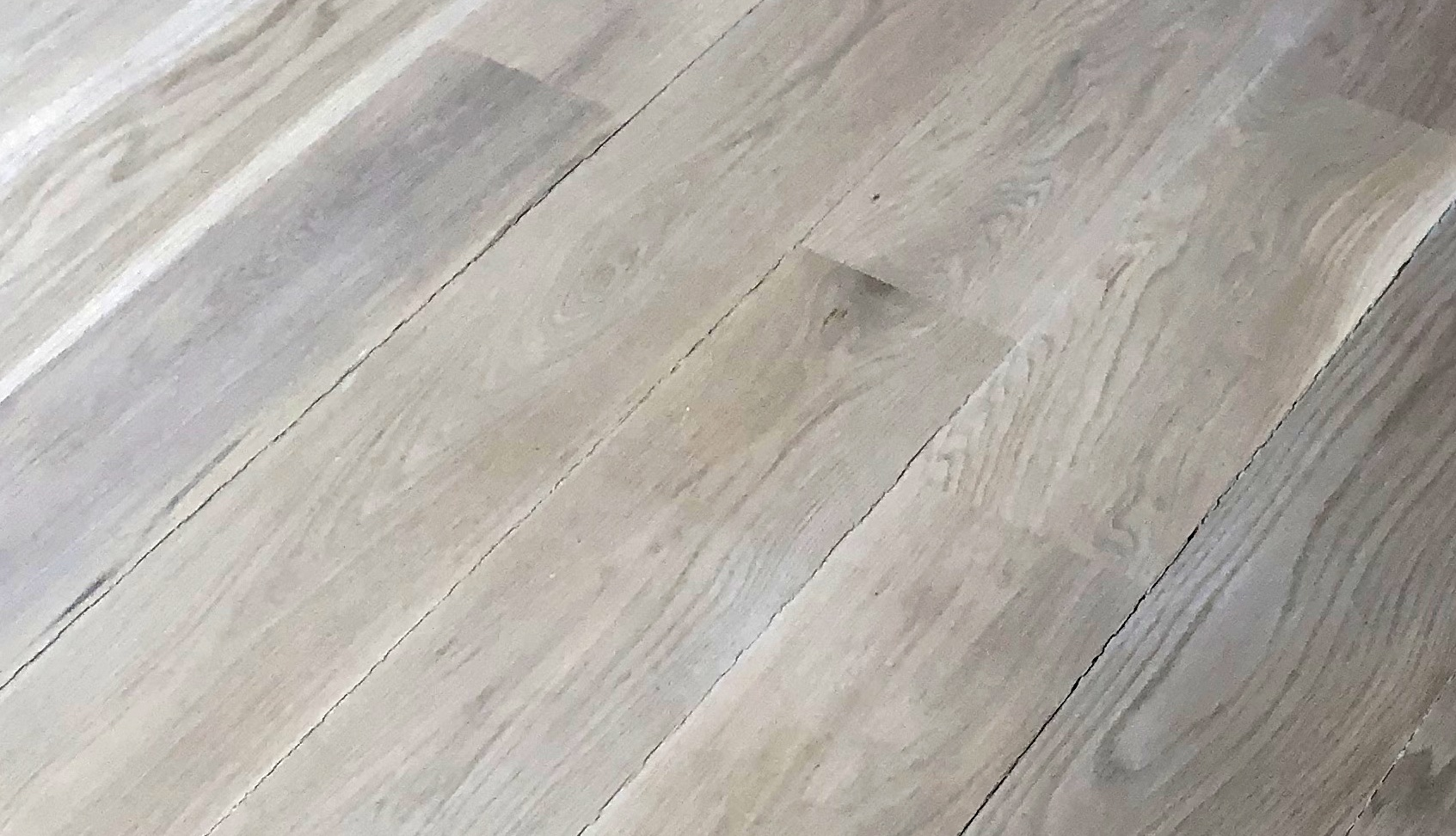 See how woodfiller cracks in between the boards?