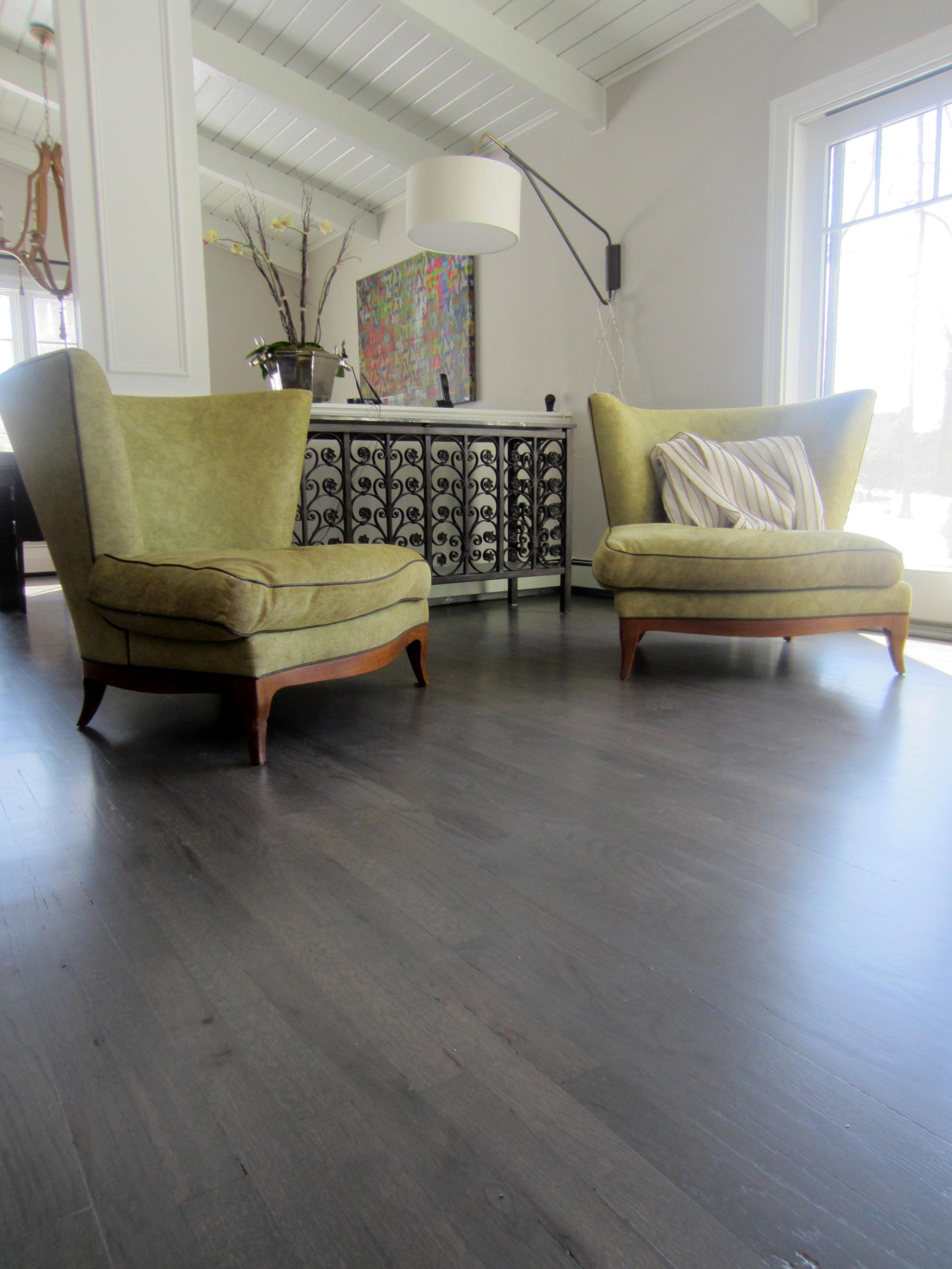 Gray Hardwood Floors, What Colour Sofa Goes With Grey Flooring
