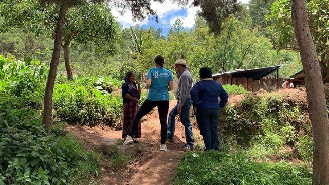 Hoy visitamos familias de dos comunidades en Comitancillo, San Marcos (a 6 horas de la capital), quienes en las próximas semanas serán beneficiados con sistemas para filtrar agua. Los niños de estas familias son parte de nuestro Programa de Nutrición,  operado a través de @amgguatemala. Te compartimos un video con parte de la visita.