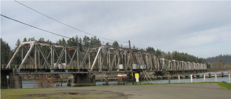 Swing span bridge over the umpqua river