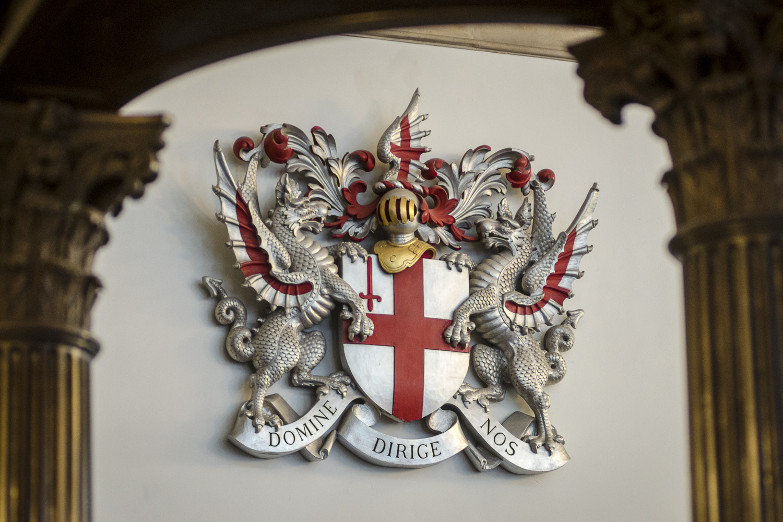 The Crest of the City of London - PHOTO: ALEXANDER J.E. BRADLEY - NIKON D7100 - 80-200MM F/2.8 @ 80MM - F/2.8 - 1/50 -ISO 800