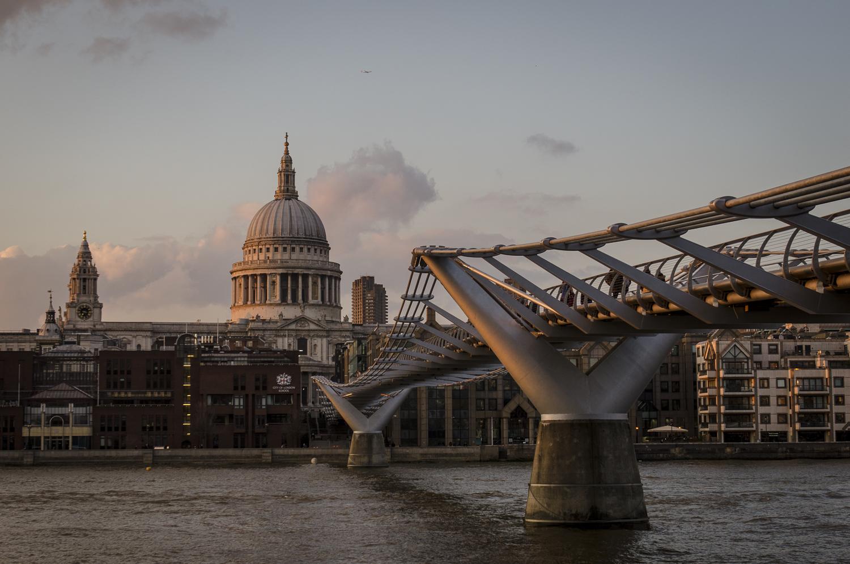 Millennium Bridge and Saint Paul's Cathedral - PHOTO: ALEXANDER J.E. BRADLEY - NIKON D7100 - 24-70MM F/2.8 @ 42MM - F/6.3 - 1/160 -ISO 200