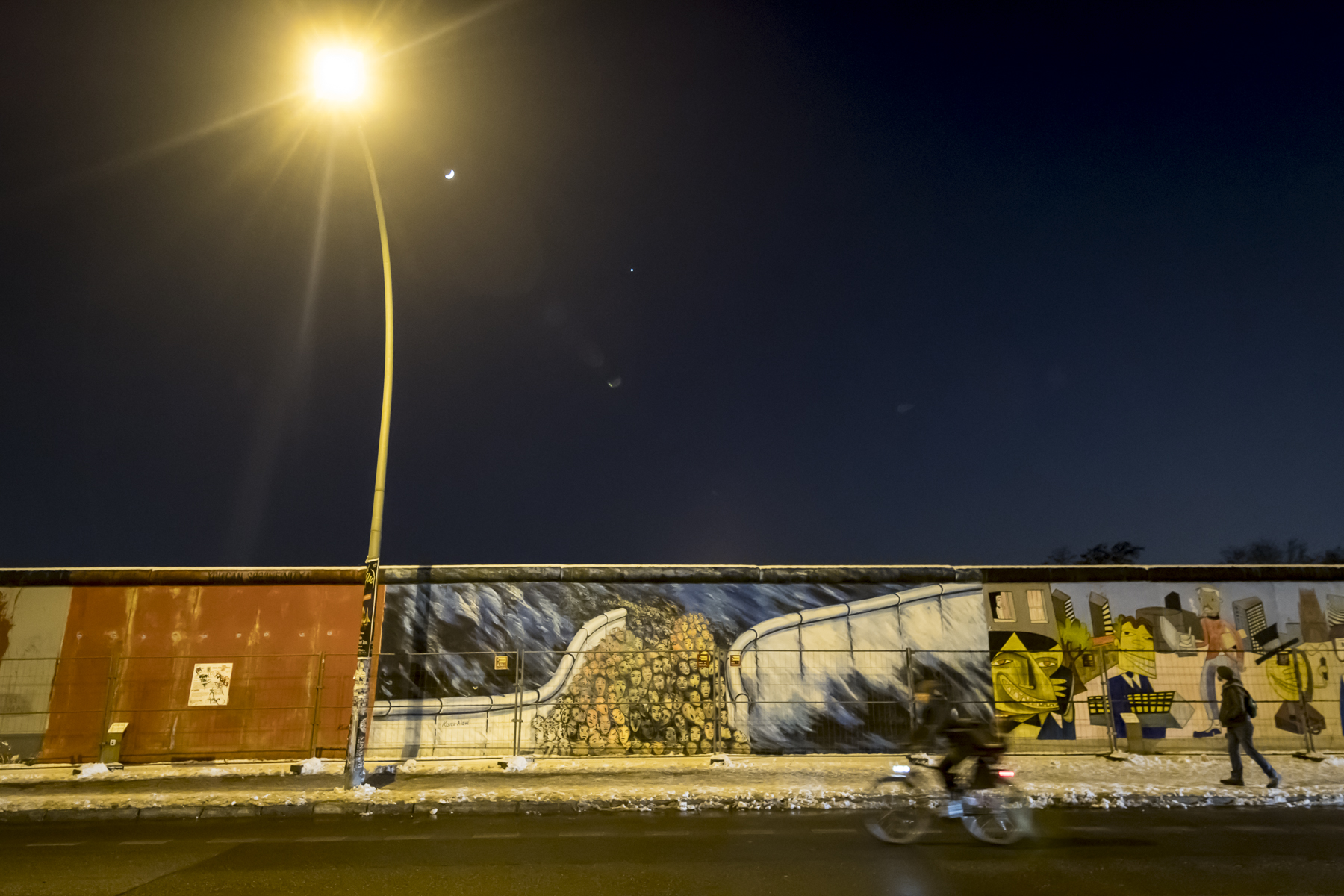 East Side Gallery Photography : Alexander J.E. Bradley - Nikon D500 - 14-70mm f/2.8 @ 14mm - f2.8 - 1/40 - ISO 3200