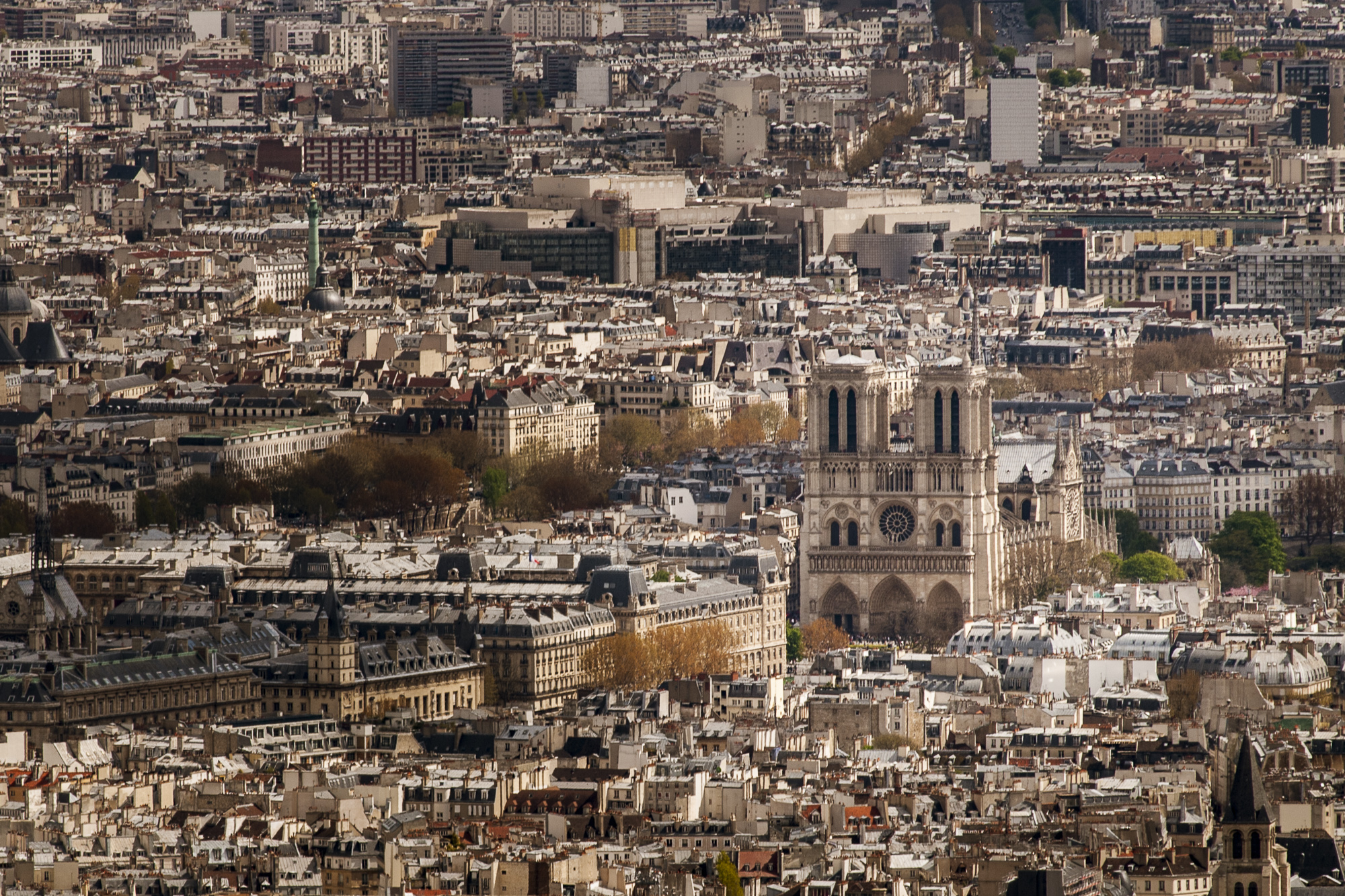 Eiffel Tower  PHOTOGRAPHY : ALEXANDER J.E. BRADLEY •Nikon D200 • AF Zoom-NIKKOR 80-200mm f/2.8D ED • 200mM • F/9 • 1/320 •ISO 100