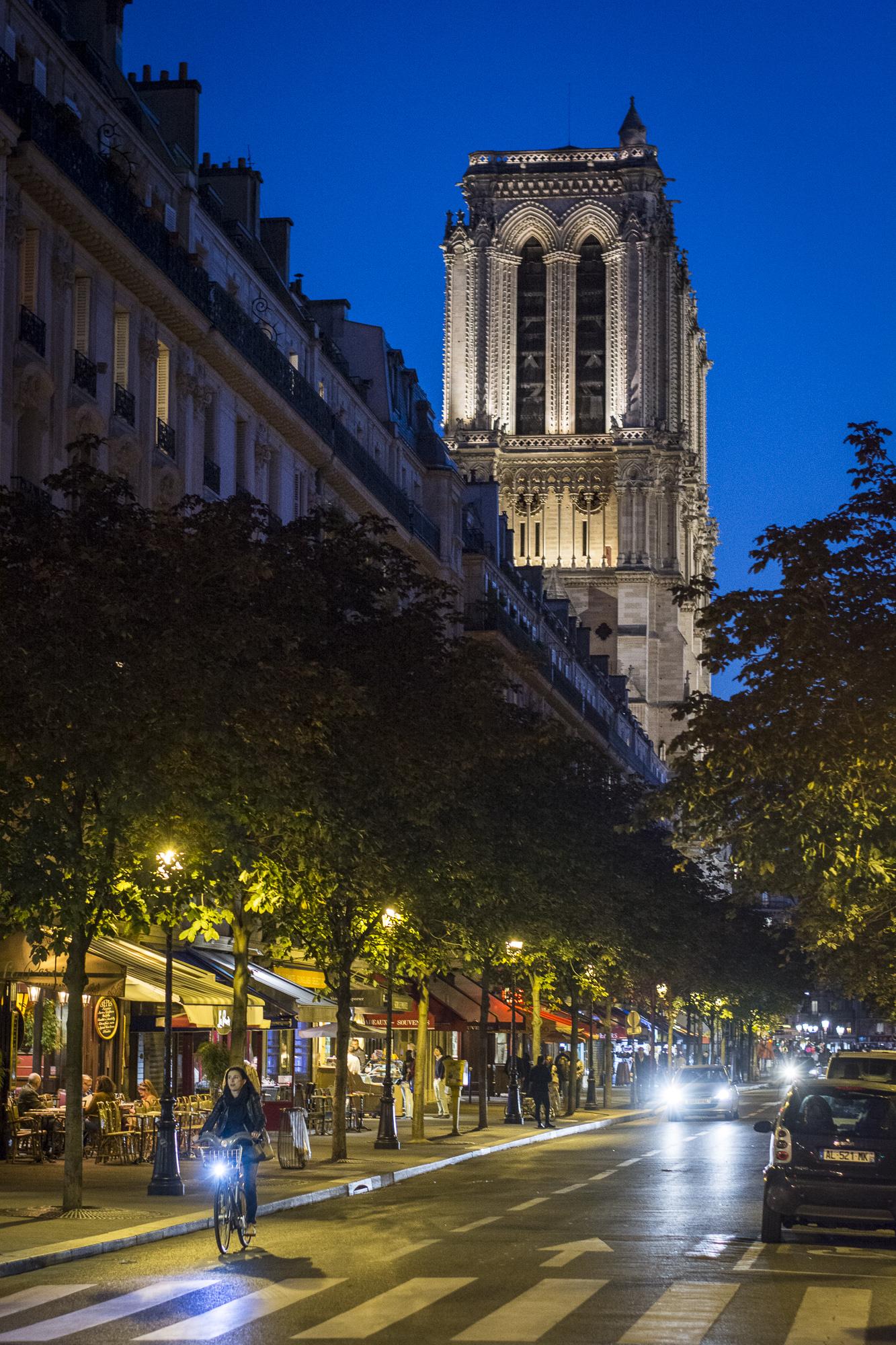 Rue d'Arcole  PHOTOGRAPHY : ALEXANDER J.E. BRADLEY •Nikon D7100 • AF-S NIKKOR 50mm f/1.8G • F/2.8 • 1/60 •ISO 800