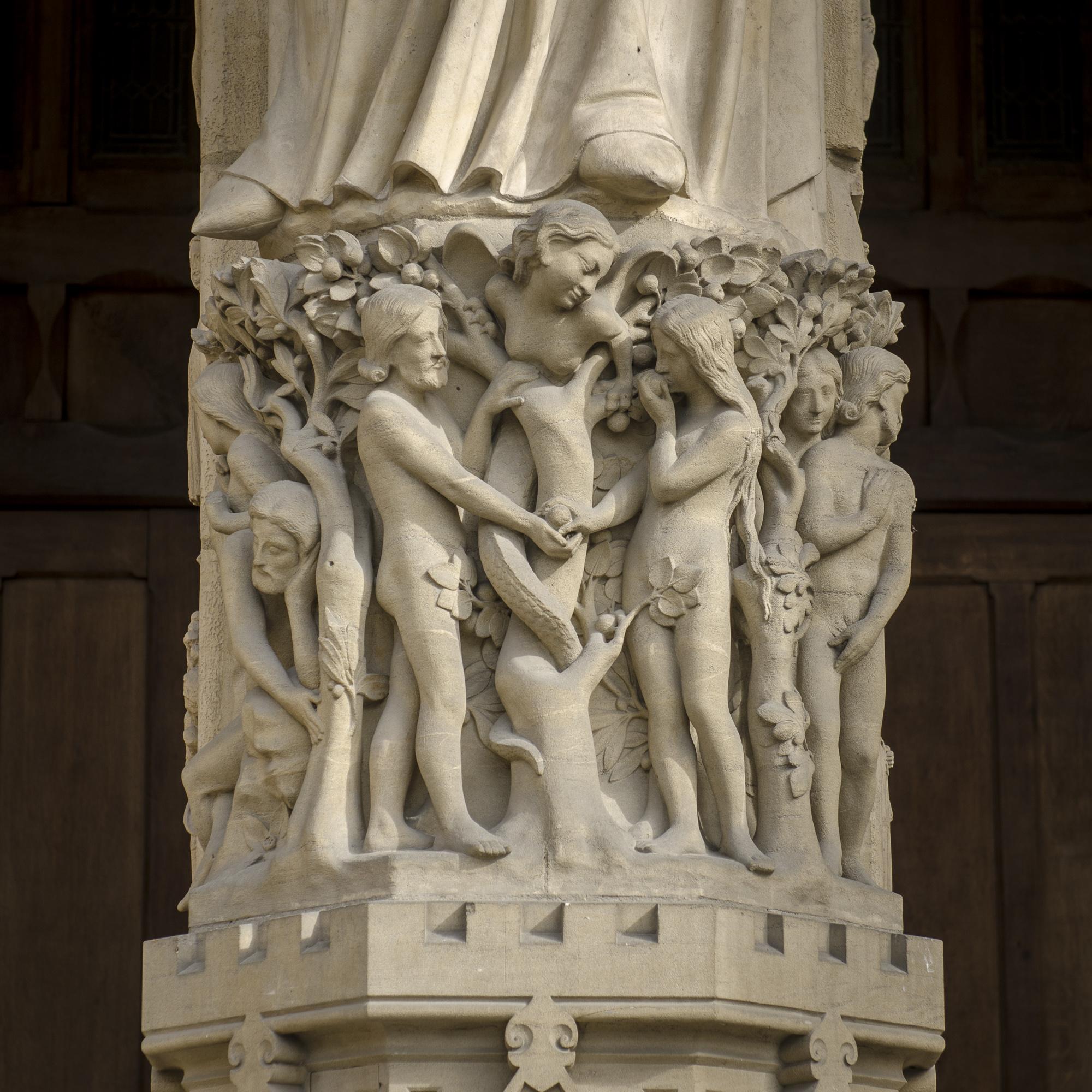 Parvis Notre Dame - Place Jean-Paul II  PHOTOGRAPHY : ALEXANDER J.E. BRADLEY •Nikon D7000 • AF-S NIKKOR 24-70mm F/2.8G ED • 70mM • F/5 • 1/125 •ISO 100