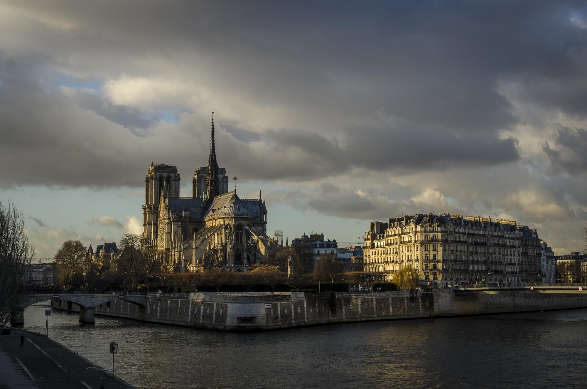 Pont de la Tournelle  PHOTOGRAPHY : ALEXANDER J.E. BRADLEY •Nikon D7000 • AF-S NIKKOR 24-70mm F/2.8G ED • 38MM • F/8 •1/250 •ISO 100