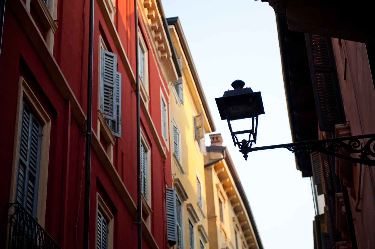 The lantern fills the empty space of the sky. Photo by Anna Volpi.