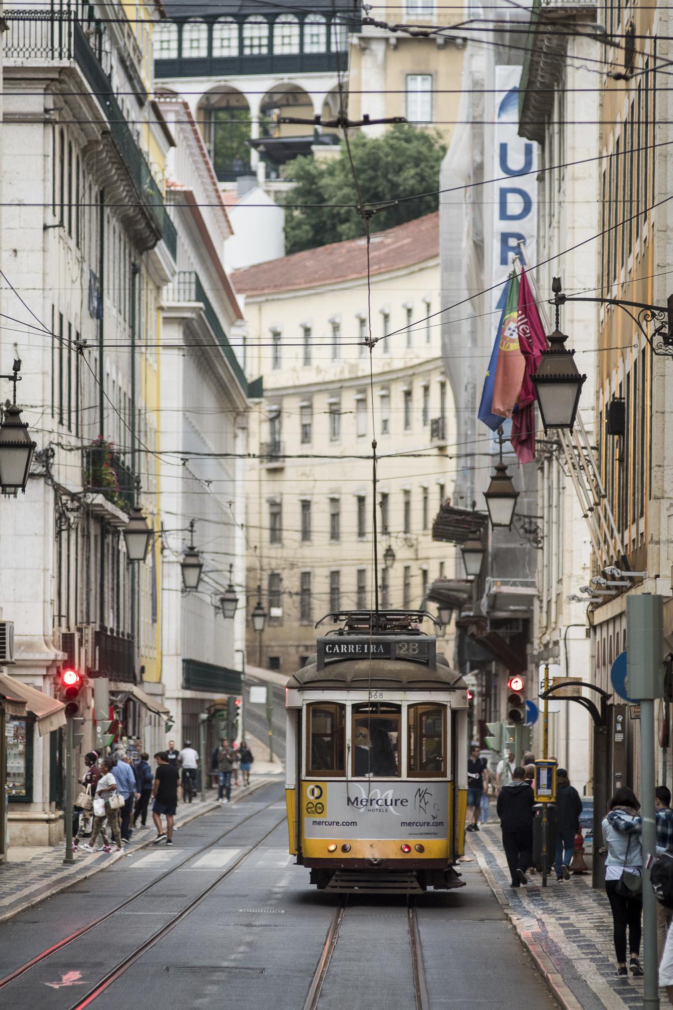Rua Conceição  PHOTOGRAPHY: ALEXANDER J.E. BRADLEY •NIKON D500 • AF NIKKOR 80-200mm f/2.8 D ED • 155mm • F/4 • 1/200 •ISO 400