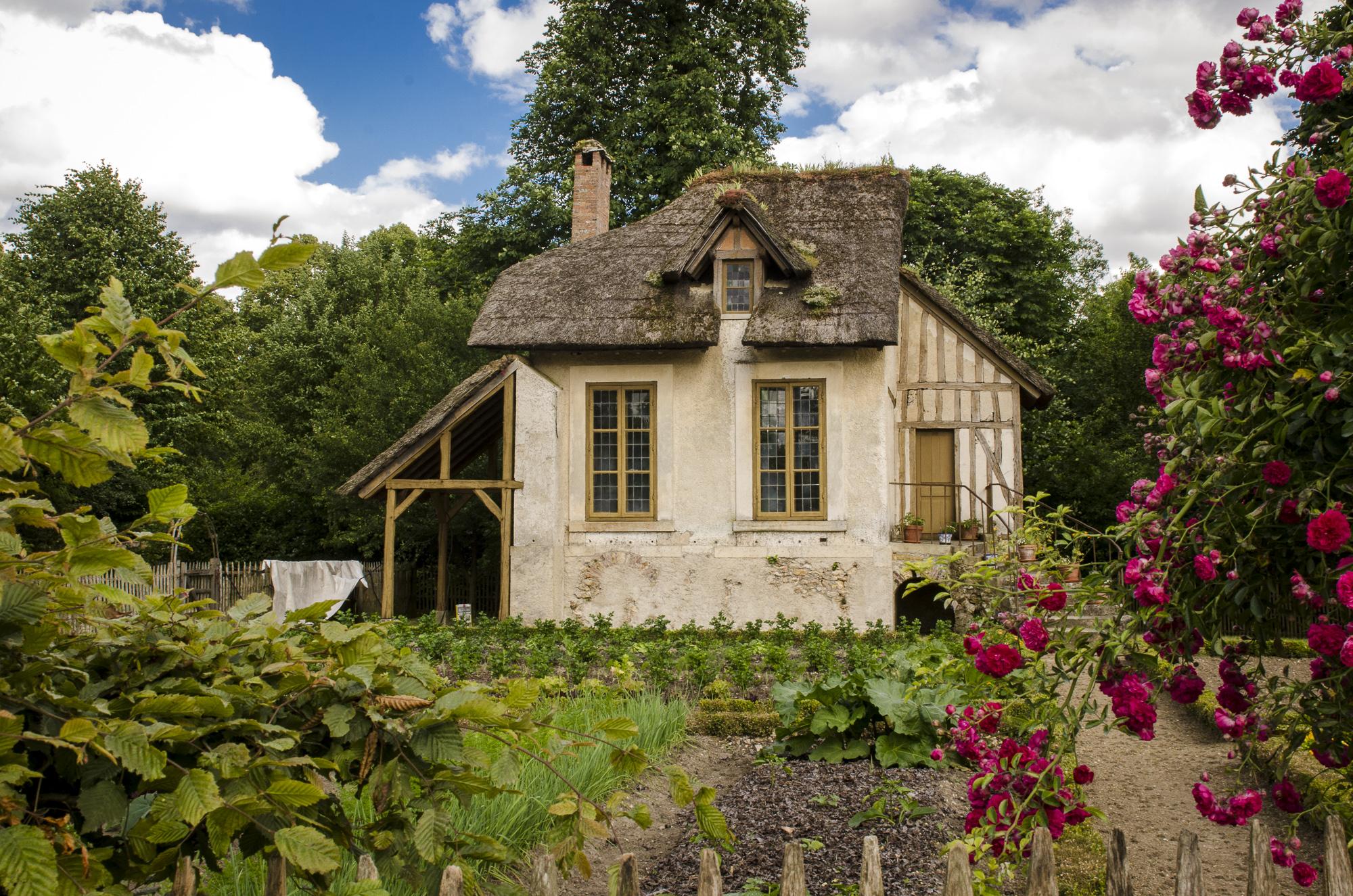 La maison du jardinier - Hameau de la Reine  PHOTOGRAPHY: ALEXANDER J.E. BRADLEY • NIKON D7000 • AF-S NIKKOR 24-70mm f/2.8G ED @ 26mm • Ƒ/16 • 1/80• ISO 400