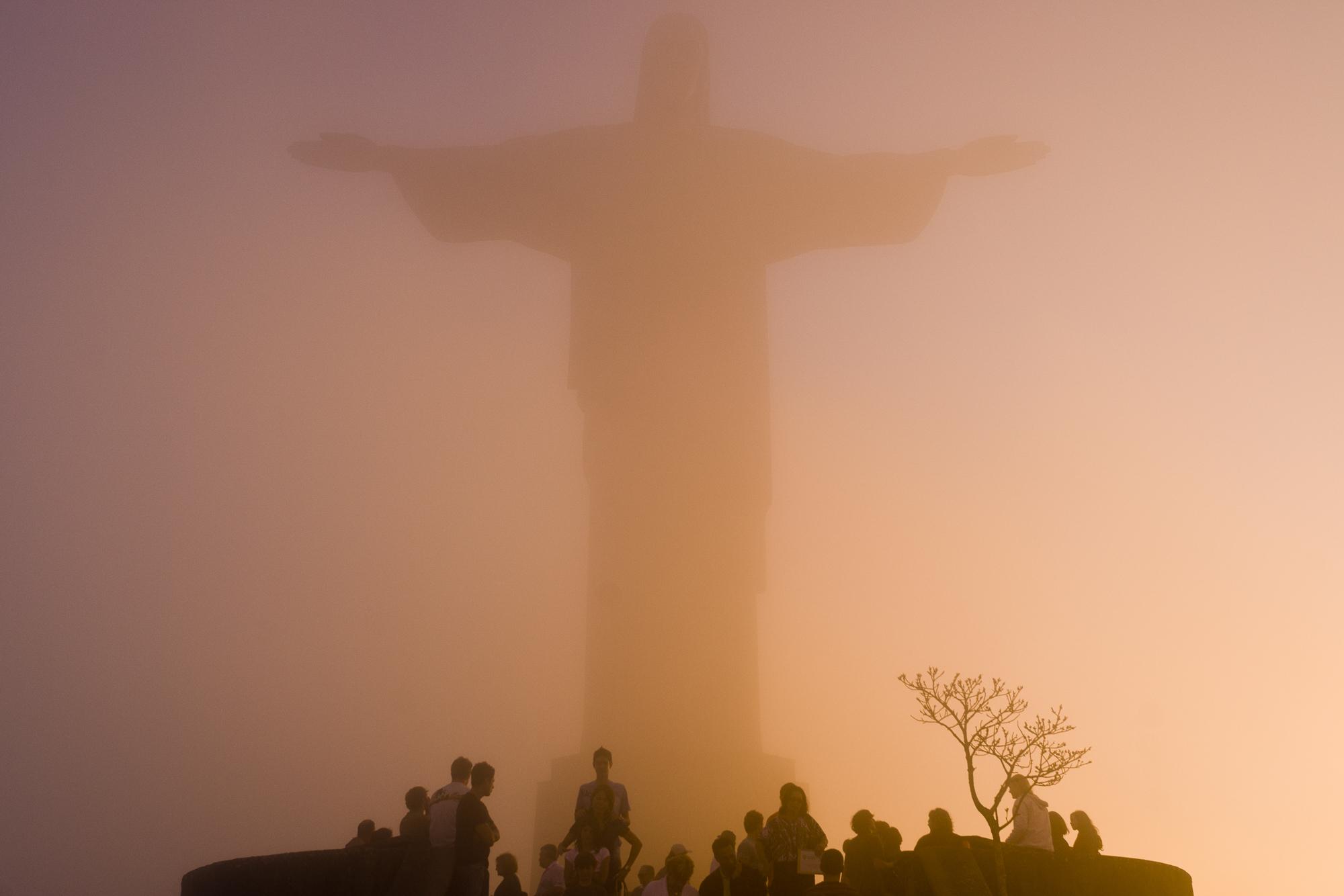 Cristo Reden  tor - Rio de Janeiro, Brazil  PHOTOGRAPHY: ALEXANDER J.E. BRADLEY •NIKON D200 • Nikon AF-NIKKOR 24mm Ƒ/2.8 D @Ƒ/7.1 •1/200 •ISO 100