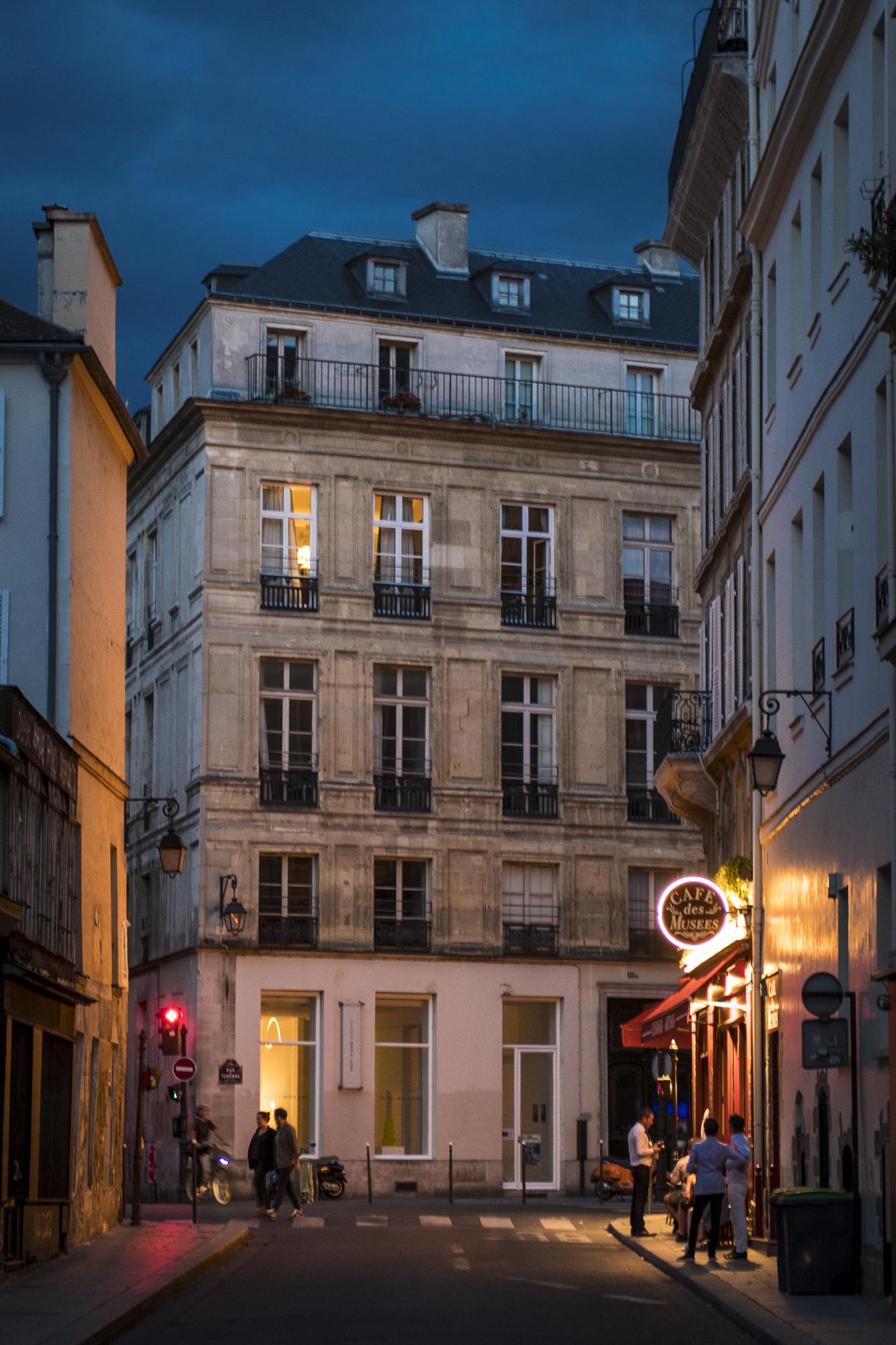 Marais - Paris  PHOTOGRAPHY: ALEXANDER J.E. BRADLEY • NIKON D500 • AF-S NIKKOR 24-70 ƒ/2.8G ED @ 56MM • ƒ/2.8 • 1/25 • ISO 500