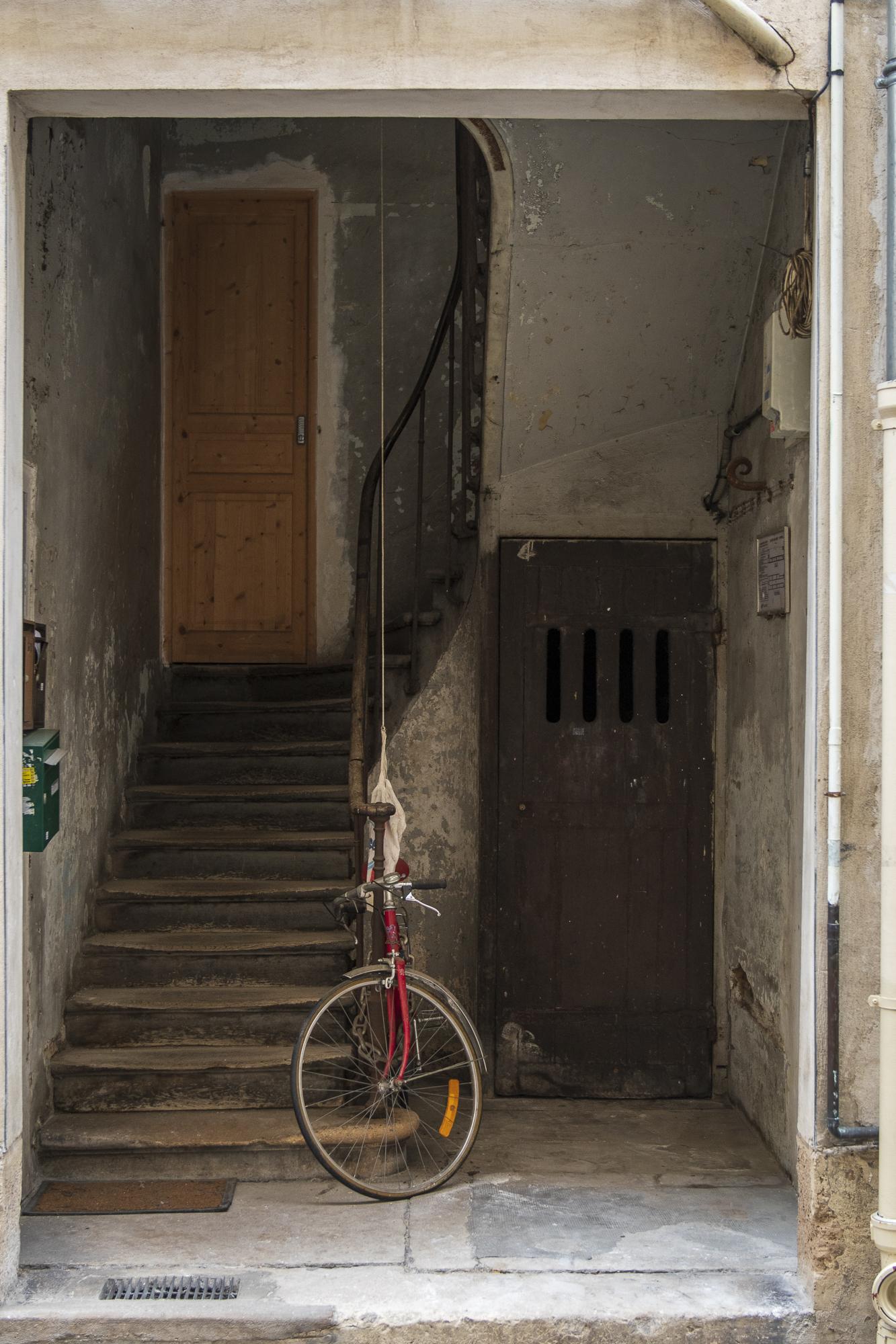 Rue du Faubourg saint-Antoine  PHOTOGRAPHY: ALEXANDER J.E. BRADLEY • NIKON D500 • AF-S NIKKOR 24-70mm ƒ/2.8G ED @ 36MM • Ƒ/2.8 • 1/125 • ISO 400