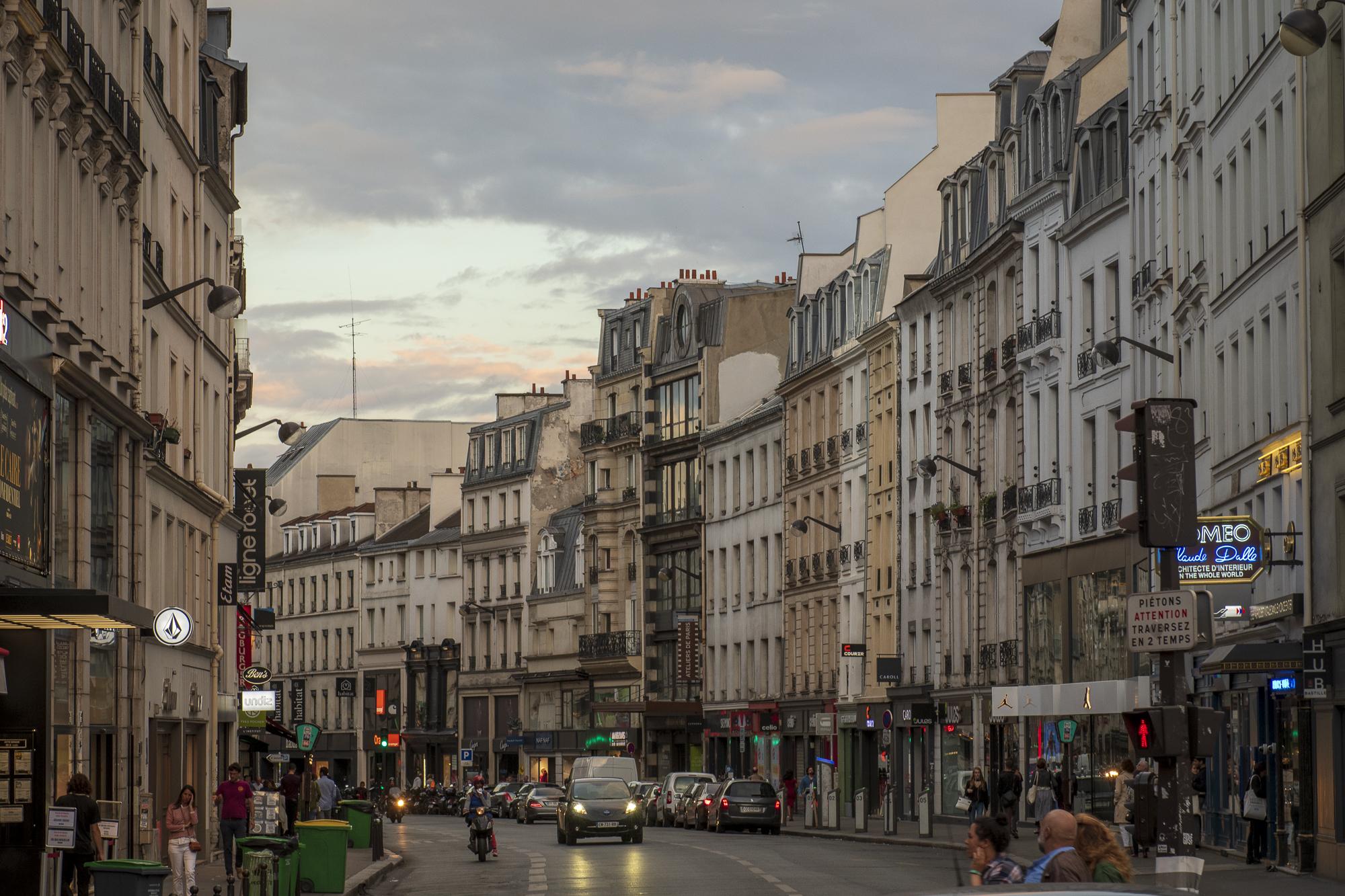 Rue du Faubourg saint-Antoine  PHOTOGRAPHY: ALEXANDER J.E. BRADLEY • NIKON D500 • AF-S NIKKOR 24-70mm ƒ/2.8G ED @ 70MM • Ƒ/8 • 1/100 • ISO 400